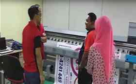 Malaysia,Client Mr.Inspirazs ,WER ES2502I ,2.5m DX7 eco-solvent inkjet printer printing video